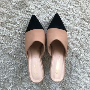 Shoes - Pointed toe heel